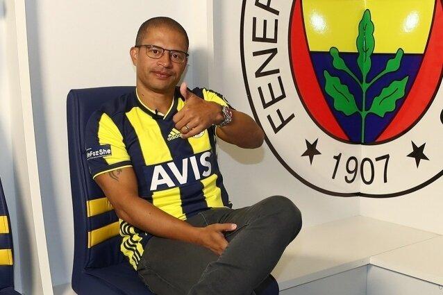 Alex, Fenerbahçe'ye dönüyor! Görevi...